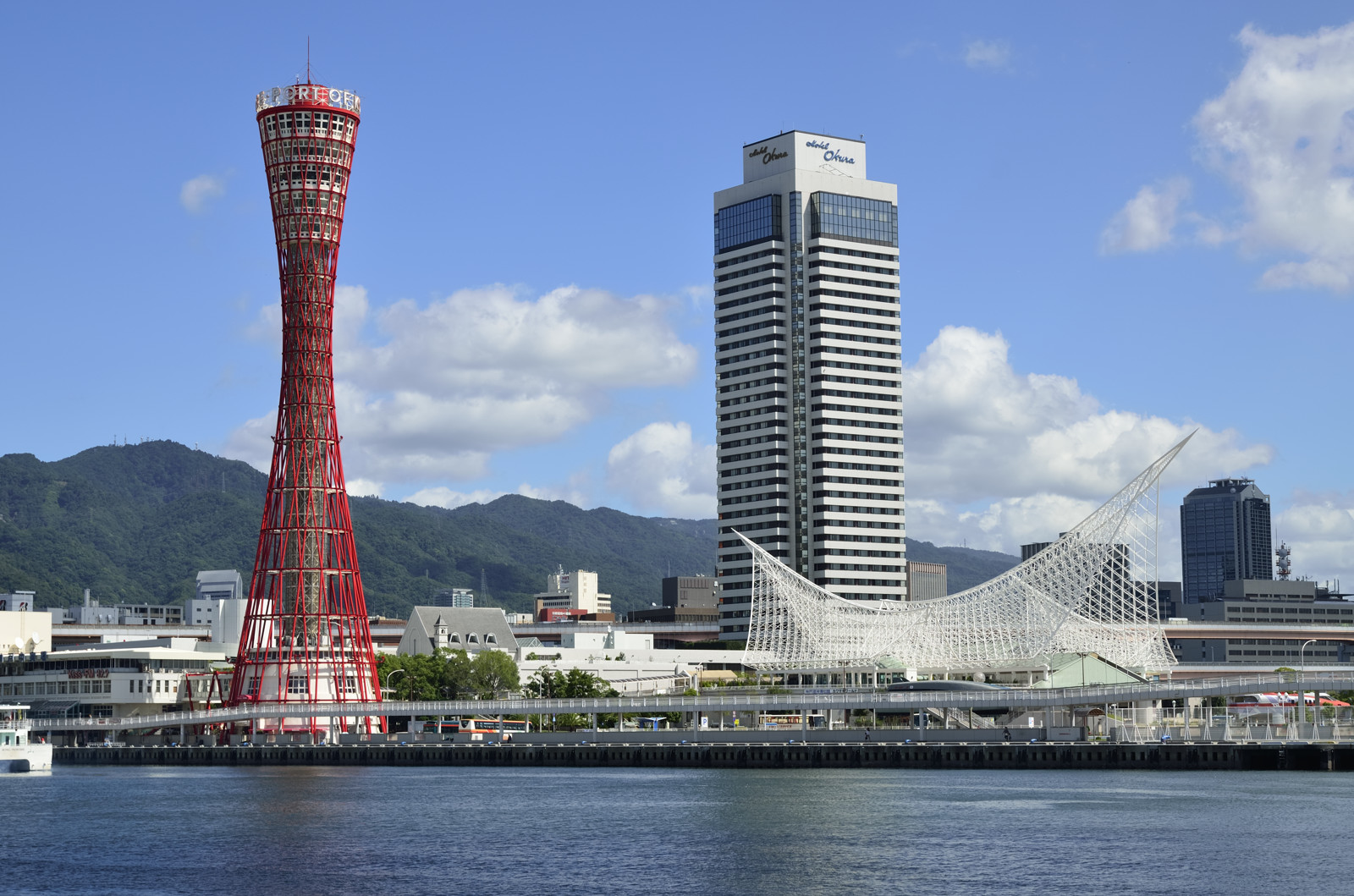 Cầu cảng Kobe Harboland