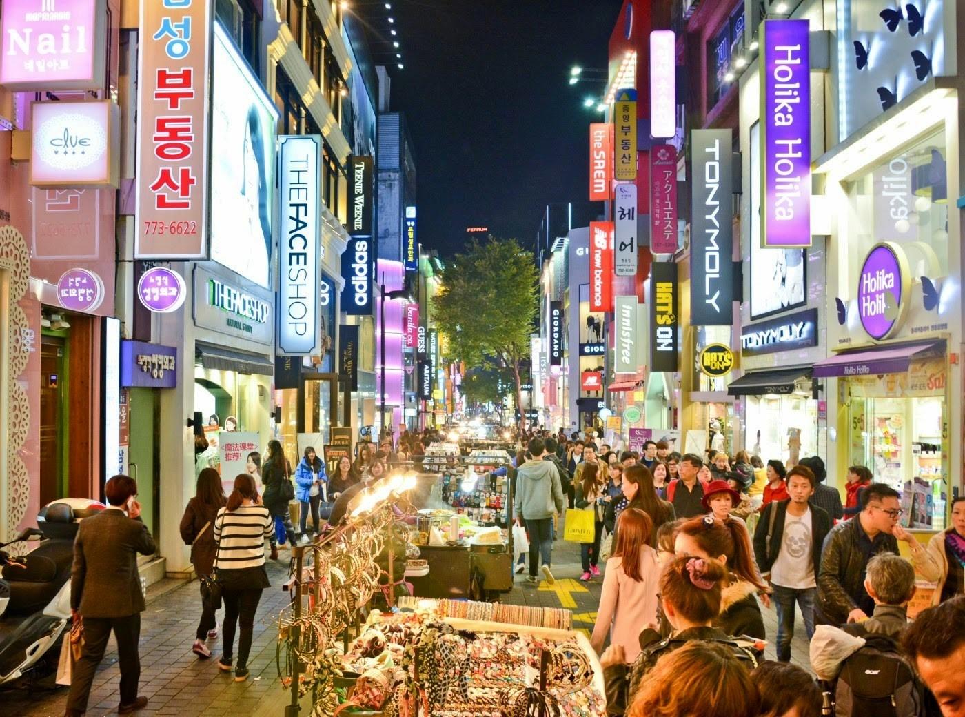 Khu phố đi bộ và mua sắm nổi tiếng Myeongdong
